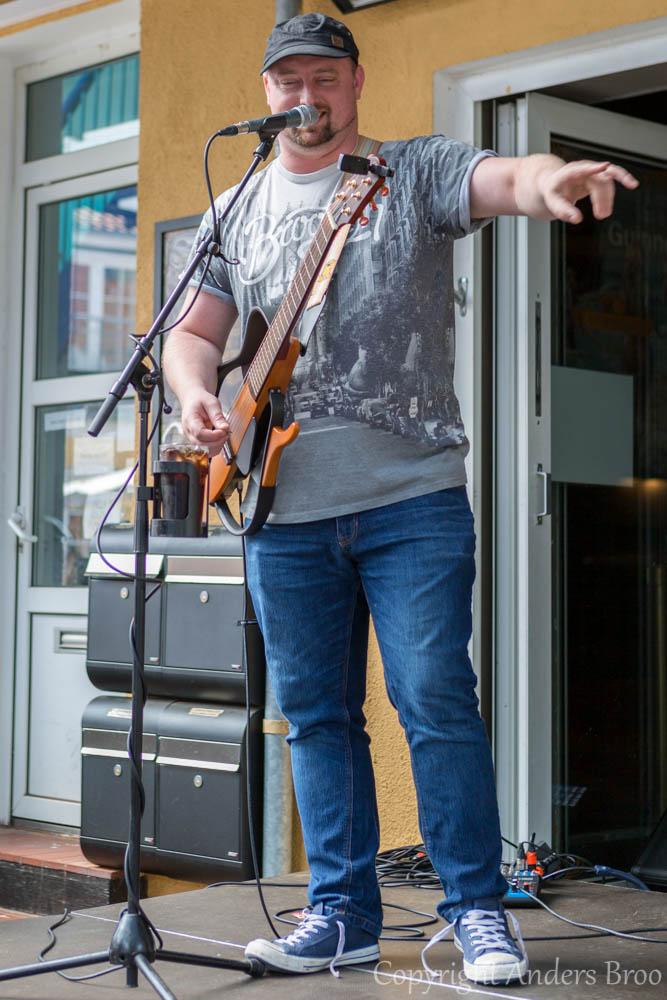Owen Stephen, lite annorlunda gitarr.